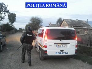 Percheziții la suspecți de furturi. Polițiștii au ridicat zeci de litri de palincă