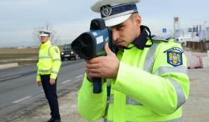 politie cu radar cu laser- pistol la Suceava