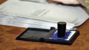 stampila-si-buletinul-de-vot-la-alegeri