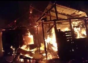 VIDEO! Incendiu devastator. O femeie a rămas fără locuință