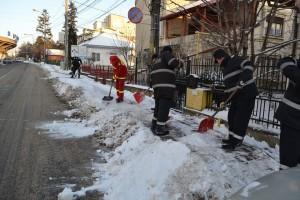 trotuare curatate de pompieri3
