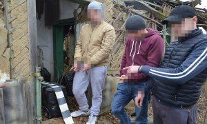 Cei trei tineri prinși cu aproape 3.000 de pachete de țigări de contrabandă, puși sub control judiciar