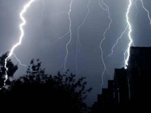 fulgere, vijelii, ploi, suceava, stiri,