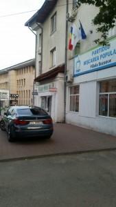 si-a parcat masina pe trotuar (1)